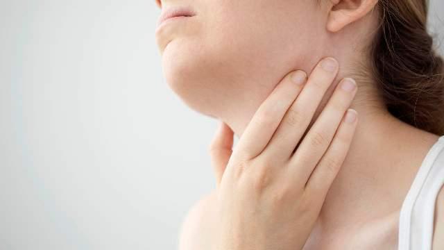 swollen-tonsils-gettyimages-842596772.jpg